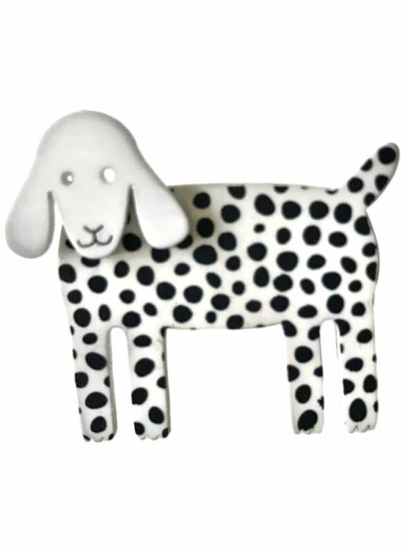 Broche hvid hund med pletter